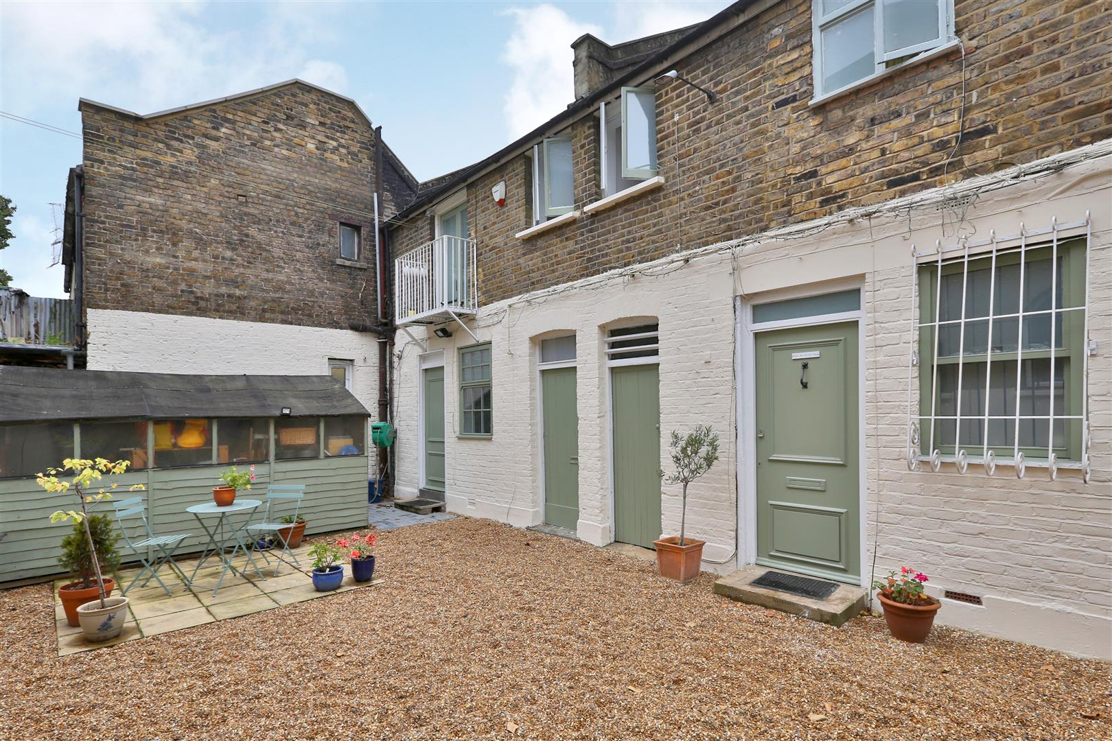 2 Bedrooms House for sale in Lampard Grove, London
